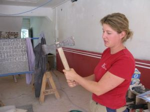 Franziska Kreipl-Poller in ihrem Atelier